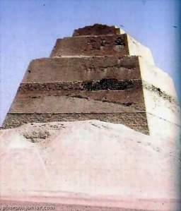 Photograph of King Huni pyramid at Maydoum the 3rd dynasty Old Kingdom at Elfayom (427 x 500) ©